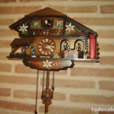 Vintage: RELOJ CUCU DE PARED, CASA TIROLESA DE MADERA DECORADA POLICROMADA A MANO.MUCHOS DETALLES. Lote 124295911
