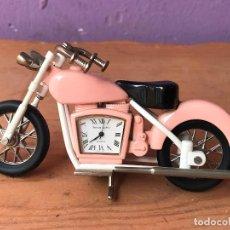 Vintage: PRECIOSA MOTO TIPO HARLEY CON RELOJ DENTRO EN METAL VER FOTOS. Lote 129088871