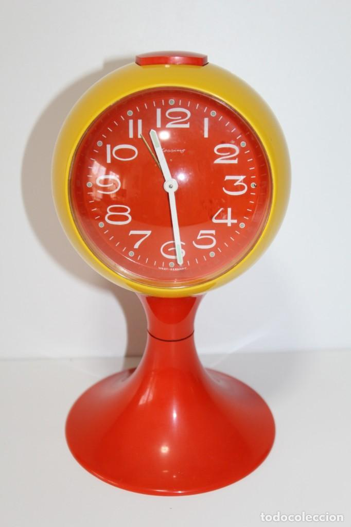 RELOJ DESPERTADOR BLESSING SPACE AGE PLATICO AMARILLO Y NARANJA RETRO VINTAGE ALEMAN - AÑOS 70 (Relojes - Relojes Vintage )