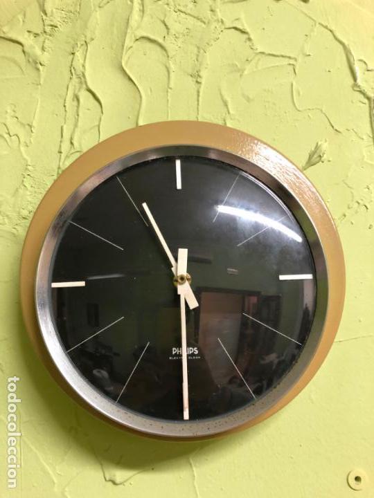 RELOJ PHILIPS DE PARED AÑOS 60 EN METAL - VINTAGE - MEDIDA DIAMETRO 22 CM (Relojes - Relojes Vintage )
