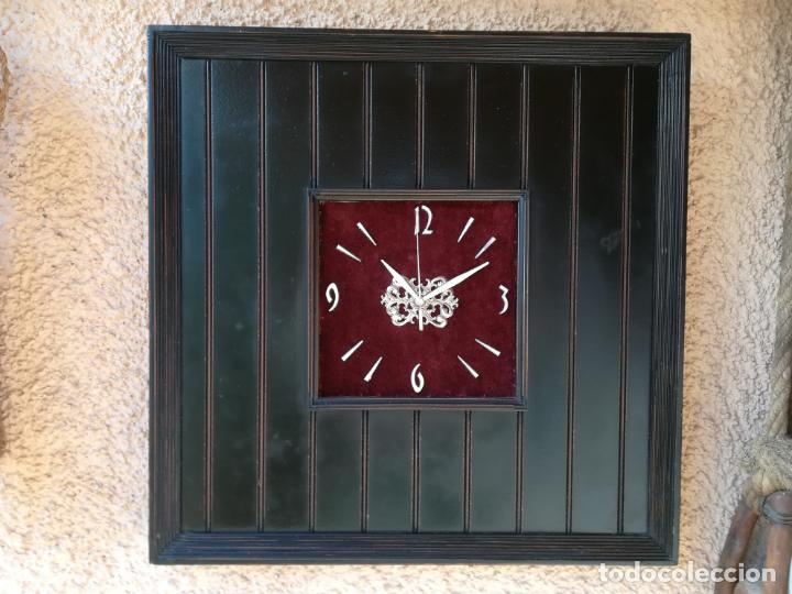 Vintage: Reloj de pared, en base de madera - Foto 3 - 150327034