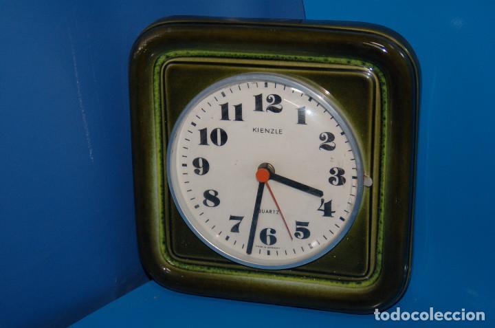 RELOJ DE PARED VINTAGE KIENZLE QUARTZ CERAMICA FUNCIONA 22X22 CM. (Relojes - Relojes Vintage )