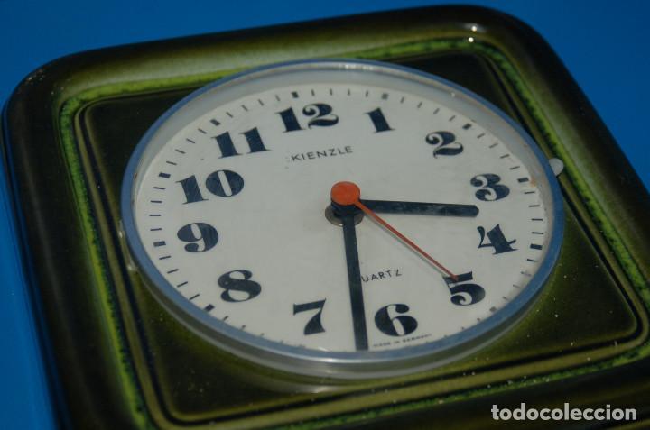 Vintage: reloj de pared vintage KIENZLE quartz ceramica FUNCIONA 22x22 cm. - Foto 4 - 155289078