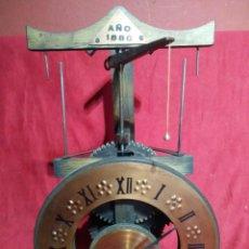 Vintage: SIMPATICO RELOJ DE SOBREMESA DE DOBLE AGUJA SOBRE MODELO DEL SIGLO XV LLAMADOS DE VOLANTIN. Lote 156660506