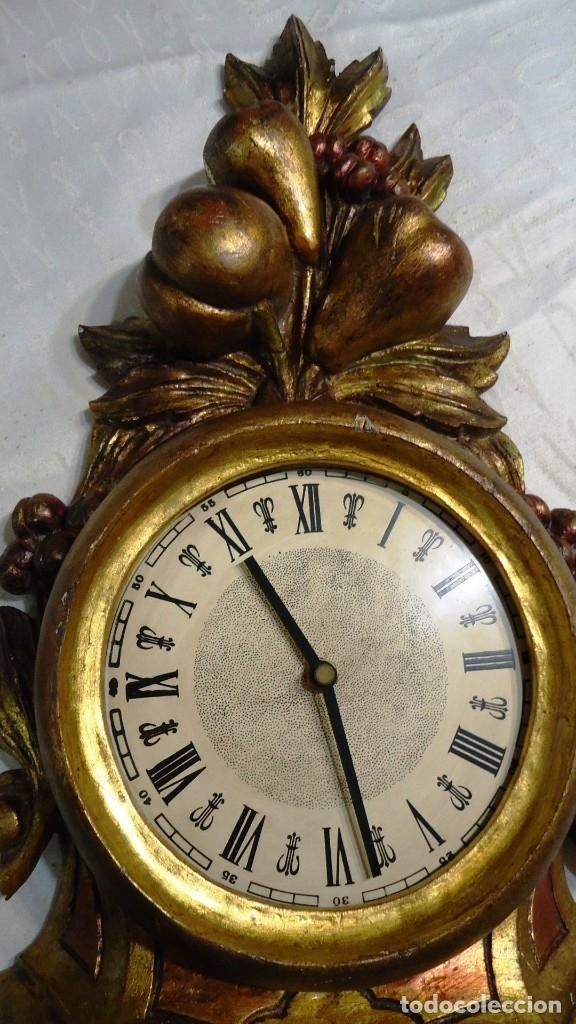 Vintage: Reloj con marco de madera tallada y policromada - Foto 2 - 175916294