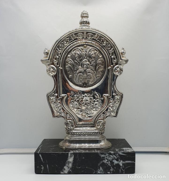 Vintage: Elegante reloj antiguo de Pedro Durán en plata de ley bellamente repujado sobre peana de marmol . - Foto 3 - 178349383