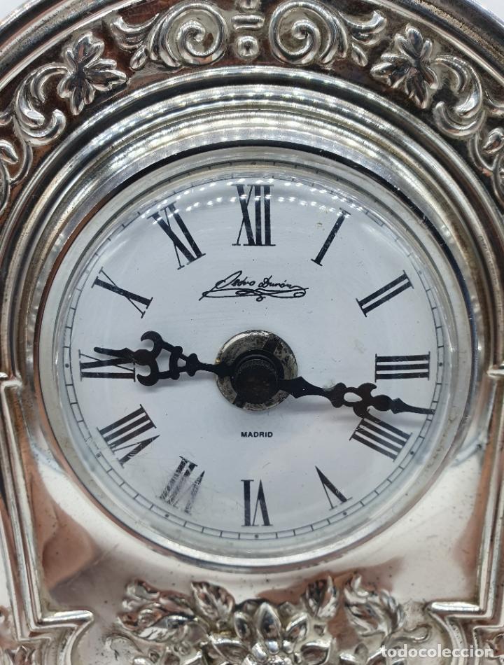 Vintage: Elegante reloj antiguo de Pedro Durán en plata de ley bellamente repujado sobre peana de marmol . - Foto 8 - 178349383