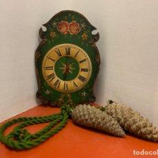 Vintage: ENCANTADOR RELOJ DE PARED POLICROMADO, EN TOTAL MIDE 1,20CMS DE ALTURA. LEER MAS. Lote 182367977
