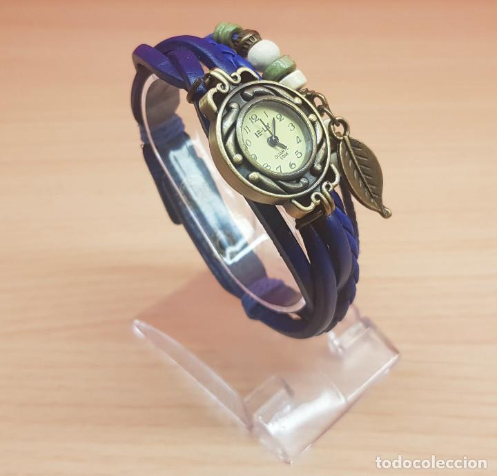 RELOJ DE CUERO, METAL Y ABALORIOS DE COLOR AZUL Y COLGANTE DE HOJA-NUEVO (Relojes - Relojes Vintage )