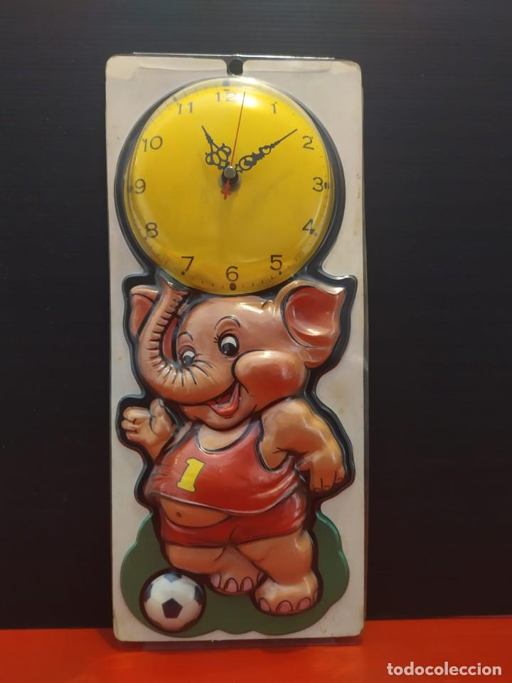 ANTIGUO RELOJ VINTAGE DE PARED EN RELIEVE ELEFANTE EN SU BLISTER (Relojes - Relojes Vintage )
