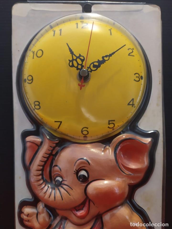 Vintage: Antiguo reloj vintage de pared en relieve elefante en su blister - Foto 4 - 198475841