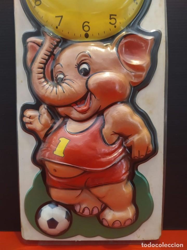Vintage: Antiguo reloj vintage de pared en relieve elefante en su blister - Foto 6 - 198475841