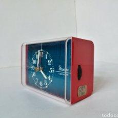 Vintage: RELOJ DESPERTADOR SOBREMESA RECTANGULAR MICRO ELECTRONIC // ROJO VINTAGE RETRO PILAS AÑOS 70. Lote 199476777