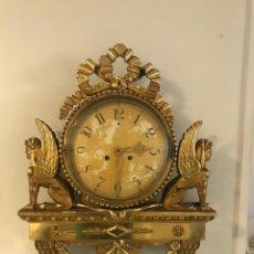 Vintage: RELOJ DE PARED IMPERIO CON TALLAS DE MADERA DE ESFINGES CON SONERIA. Lote 206559855