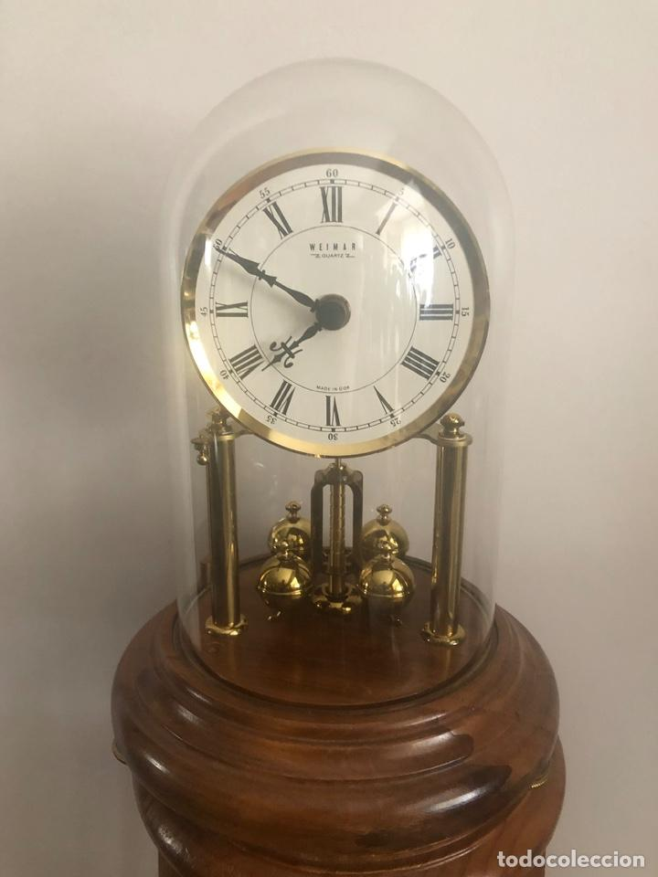 RELOJ DE SOBREMESA VINTAGE WEIMAR MADE IN GDR CÚPULA DE CRISTAL FUNCIONA (Relojes - Relojes Vintage )