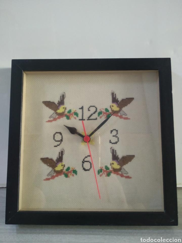 BONITO RELOJ DE COCINA REALIZADO EN PUNTO DE CRUZ ARTESANALMENTE (Relojes - Relojes Vintage )