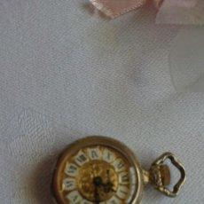 Vintage: RELOJ COLGANTE, NUBIA, A CUERDA, FUNCIONANDO. Lote 215527251