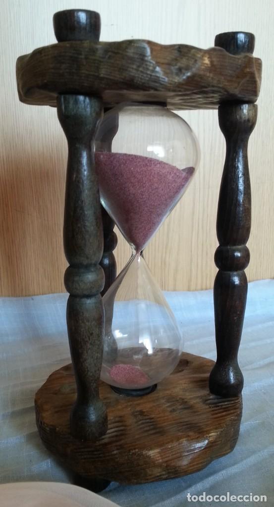 RELOJ DE ARENA EN SOPORTE DE MADERA. 2 MINUTOS. (Relojes - Relojes Vintage )