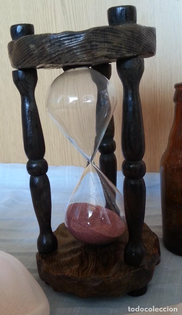 Vintage: Reloj de arena en soporte de madera. 2 minutos. - Foto 2 - 219147410