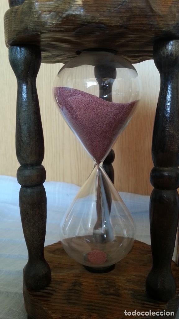 Vintage: Reloj de arena en soporte de madera. 2 minutos. - Foto 3 - 219147410