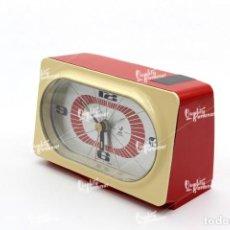 Vintage: RELOJ DESPERTADOR VINTAGE DE SOBREMESA. JAZ ELECTRONIC, MADE IN FRANCE. DE PLÁSTICO ROJO Y CREMA. Lote 222435561