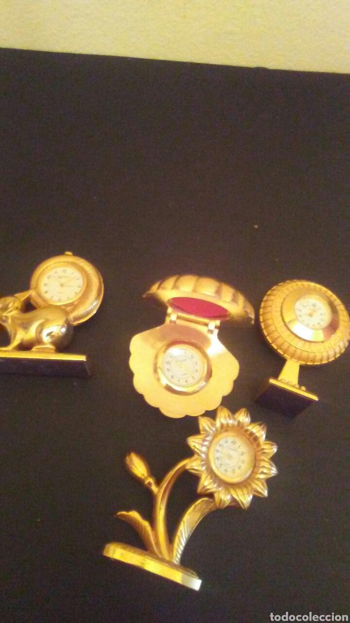 LOTE DE 4 RELOJES SOBRE METAL DORADO,MIDEN SOBR 8 CENT ALTO . (Relojes - Relojes Vintage )