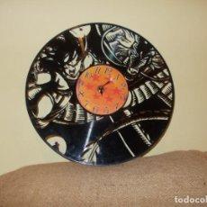 Vintage: RELOJ DE DRAGON BALL SON GOKU Y SHENLONG (SHENRON) FABRICADO EN DISCO DE VINILO. Lote 224103910