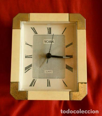 RELOJ DESPERTADOR VINTAGE YORK DISEÑO - SOBREMESA - COLOR CREMA ORO - MUY BONITO FUNCIONA (Relojes - Relojes Vintage )