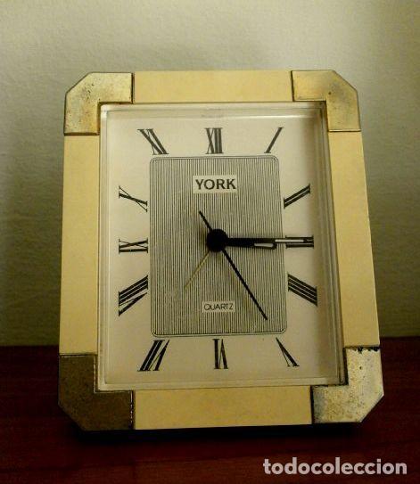 Vintage: RELOJ DESPERTADOR VINTAGE YORK DISEÑO - Sobremesa - COLOR CREMA ORO - MUY BONITO FUNCIONA - Foto 4 - 224394421