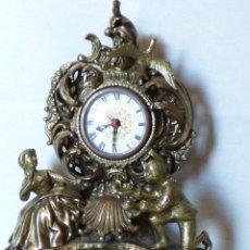 Vintage: RELOJ DE BRONCE DE SOBREMESA, FINALES DE LOS AÑOS 60. Lote 226635575