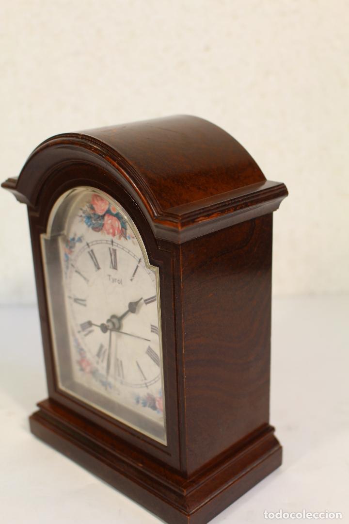 Vintage: Reloj sobremesa quartz marca tyrol - Foto 6 - 268868659