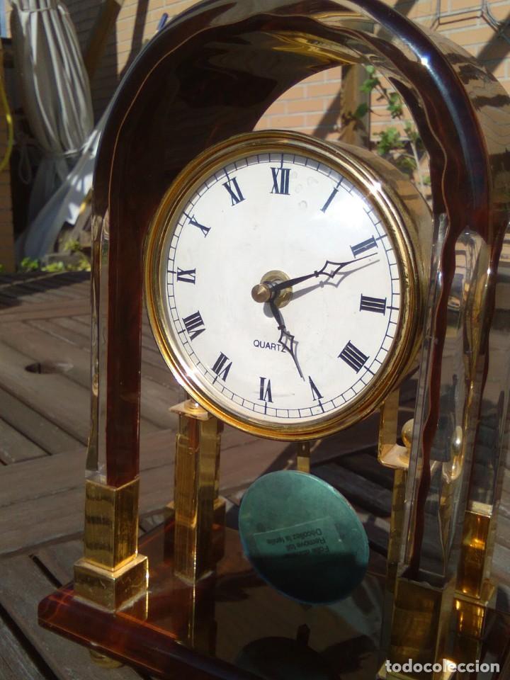 RELOJ DE SOBREMESA QUARTZ CON PÉNDULO – METACRILATO COLOR (Relojes - Relojes Vintage )