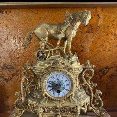 Vintage: RELOJ DE BRONCE A CUERDA ESTILO LUIS XIV. Lote 246729395