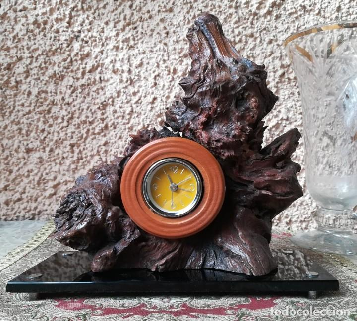 RELOJ SOBREMESA EN ALEGORÍA DE MADERA (Relojes - Relojes Vintage )