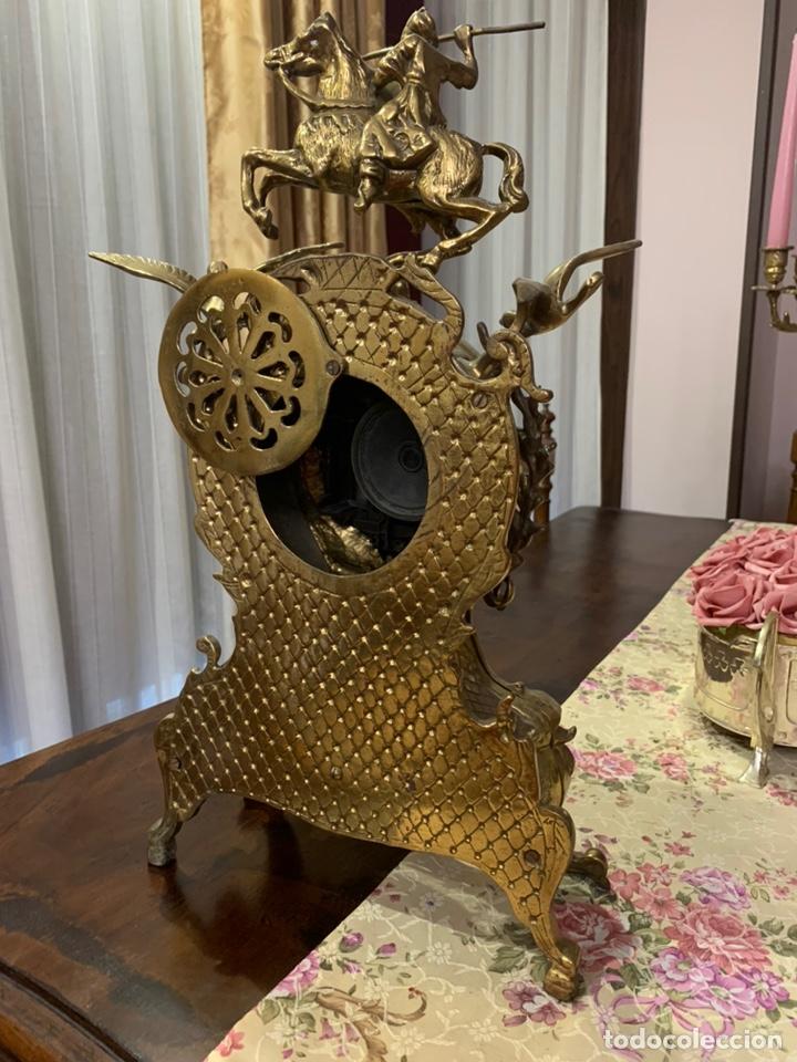Vintage: Bonito reloj de sobremesa de bronce dorado. No funciona la maquinaria a pilas - Foto 7 - 247183490