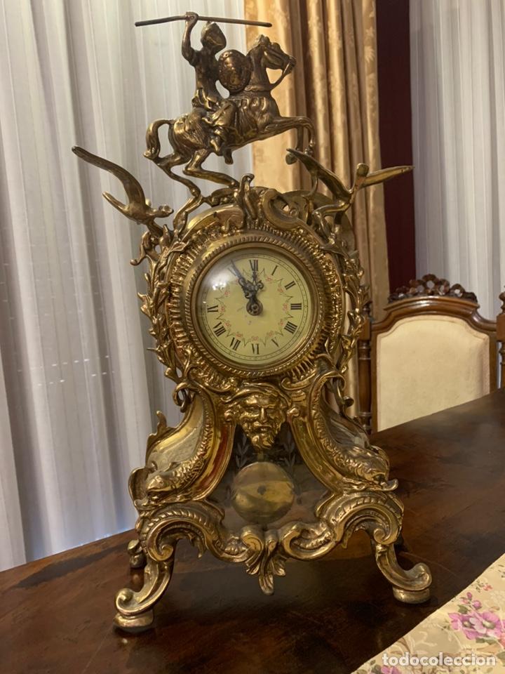 BONITO RELOJ DE SOBREMESA DE BRONCE DORADO. NO FUNCIONA LA MAQUINARIA A PILAS (Relojes - Relojes Vintage )