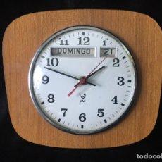 Vintage: RELOJ DE PARED CON CALENDARIO. Lote 274335233