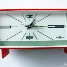 Vintage: RELOJ SOBREMESA CALENDARIO ALARMA TOYO CLOX JAPONES ROJO Nº 254. Lote 276291588