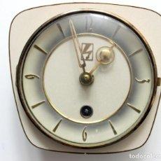 Vintage: RELOJ DE PARED Y SOBREMESA VINTAGE - AÑOS 40 - FUNCIONANDO. Lote 285088728