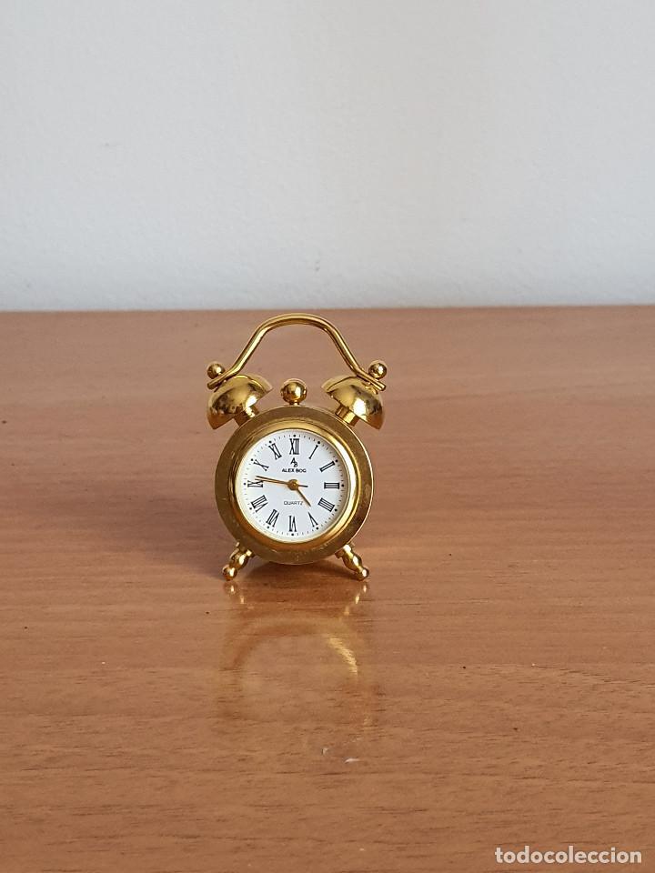 ANTIGUO RELOJ EN MINIATURA. CON FORMA DE DESPERTADOR (AÑOS 90) (Relojes - Relojes Vintage )