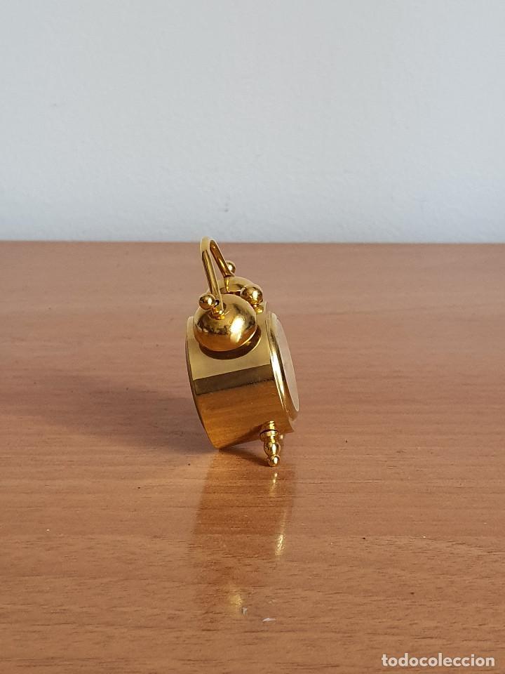 Vintage: Antiguo reloj en miniatura. Con forma de despertador (Años 90) - Foto 2 - 287790203