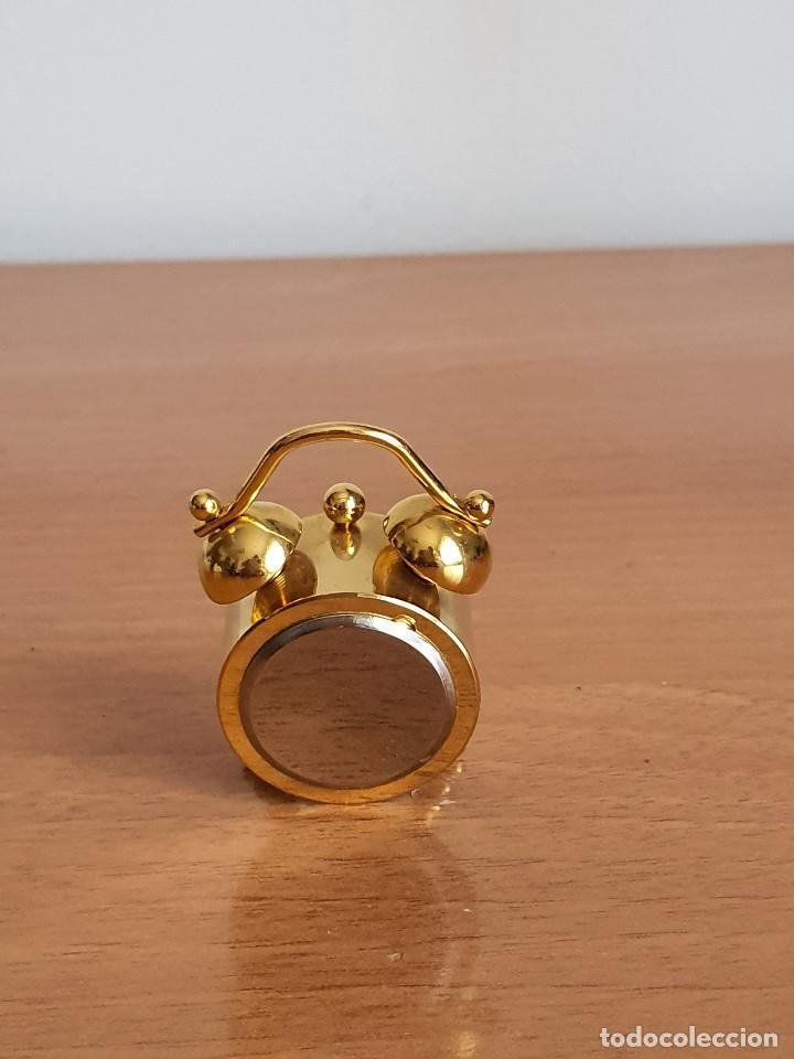 Vintage: Antiguo reloj en miniatura. Con forma de despertador (Años 90) - Foto 3 - 287790203