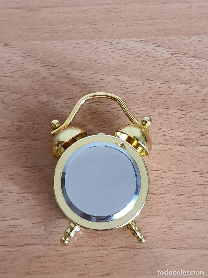 Vintage: Antiguo reloj en miniatura. Con forma de despertador (Años 90) - Foto 5 - 287790203