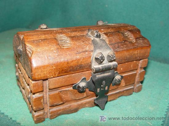 Cofre peque o de madera joyero con hierros comprar - Como hacer un joyero de madera ...