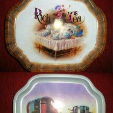 Vintage: 2 PEQUEÑAS BANDEJAS DE LATA , BONITA FOTO DE RICH TEA Y DE COCHES DE ÉPOCA. Lote 26518937