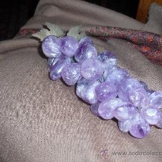 precioso racimo de uvas, en piedras de amatista