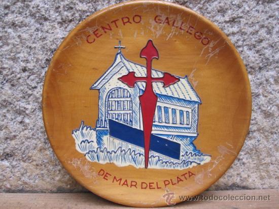 ARGENTINA - MAR DEL PLATA - CENTRO GALLEGO - PLATO MADERA POLICROMADO EN RELIEVE- GALICIA EMIGRACION (Vintage - Varios)