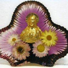 Vintage: RARA PIEZA DE METACRILATO MAGENTA IRIDISCENTE RETRO CHIC - CORAZON DE JESUS. Lote 31209449