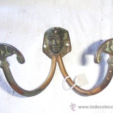Vintage: PERCHERO.PARED. MODERNISTA.MODERNISMO. DE METAL . MOTIVO EGIPTO. RARO. Lote 32145003