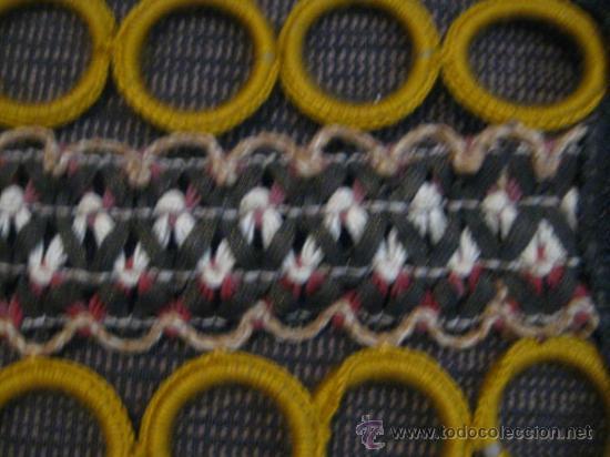 Vintage: PRECIOSOS TAPETES DE AROS DE GANCHILLO.AÑOS 60. VINTAGE.Color mostaza y hilos dorados ,cremas,rosas - Foto 4 - 32225523